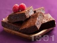 Лесен шоколадов сладкиш със сметана и малини